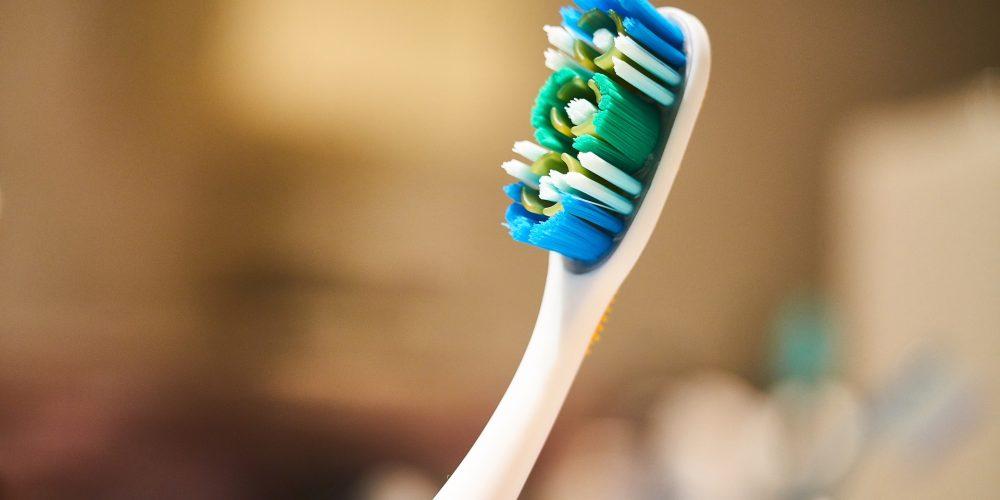 I 5 errori più comuni che si compiono lavando i denti. I consigli del dentista.